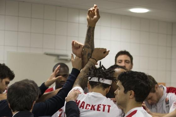 Daniel Hackett festeggia con la squadra - Foto di Rocco Toscani