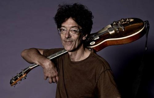 Massimo Zamboni, 58 anni. Èstato chitarrista dei CCCP e del Consorzio Suonatori Indipendenti (CSI)