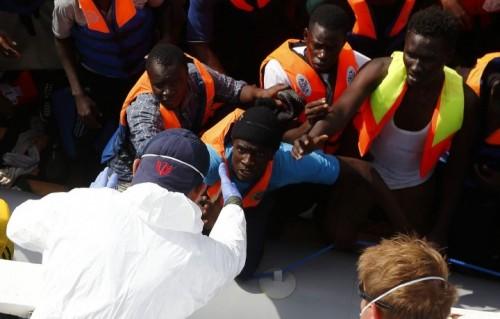 Un salvataggio della Migrant Offshore Aid Station (Foto: Darrin Zammit Lupi/MOAS)
