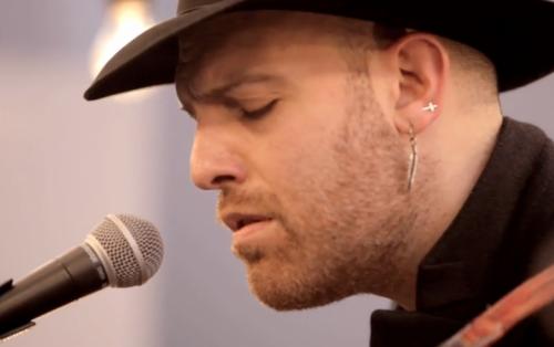 Jack Jaselli durante la performance a Vevo DSCVR