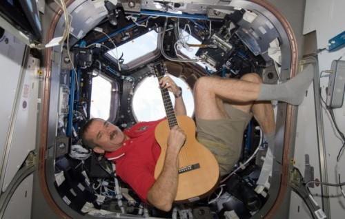 Chris Hadfield, professione: artista spaziale. Foto: NASA