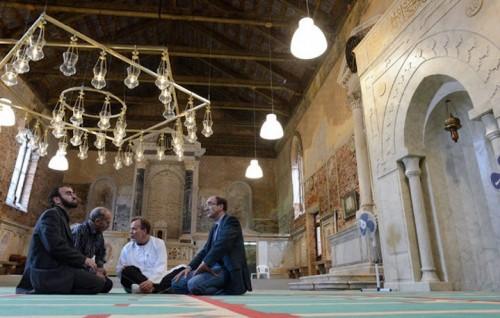 """""""The mosque"""", l'installazione di Christoph Büchel"""