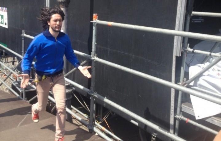 L'arrivo dei Kutso a Bologna, il frontman Matteo è carico e si vede