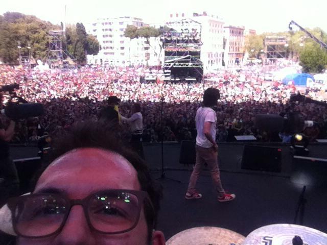 Il selfie dei Kutso durante l'esibizione Bologna