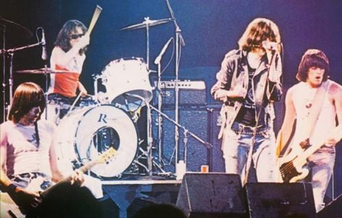"""Un dettaglio della copertina dell'album dei Ramones """"It's Alive"""""""