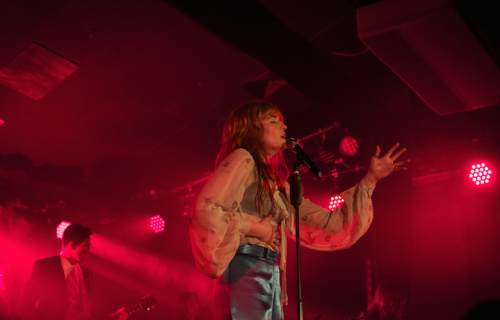 Florence Welch, la leader di Florence + the machine. Fonte: Facebook
