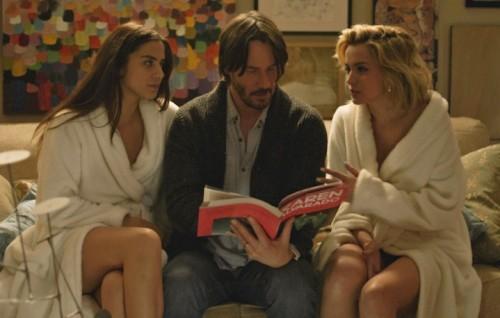 """Una scena del film """"Knock Knock"""" con Keanu Reeves"""
