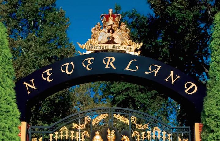 L'ingresso del ranch di Neverland, oggetto della perquisizione del 2003. Fonte: Julien's Auctions