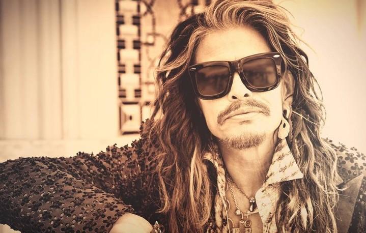 A un programma radio il frontman degli Aerosmith ha dichiarato di aver più volte parlato con Axl Rose