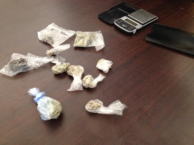 Durante la perquisizione a casa di Noyz Narcos sono stati trovati 40 grammi tra marijuana e hashish e un bilancino di precisione