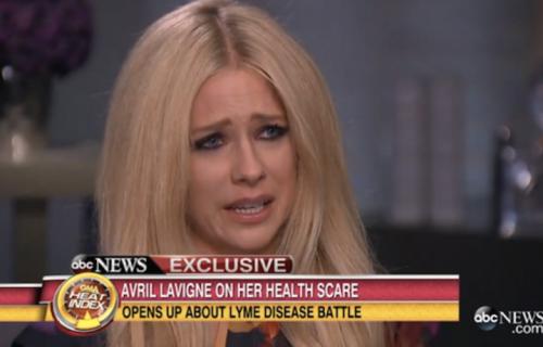 """Avril Lavigne in lacrime al """"Good Morning America"""""""