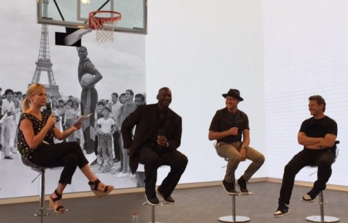 "Da destra: Mark Smith, Tinker Hatfield e ""Sua Maestà Dell'Aria"" in persona Michael Jordan - Foto di Ghemon"