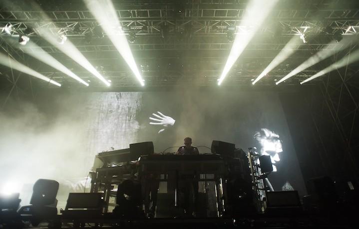 I Chemical Brothers alle prese con la storia della dance. Foto: Giuseppe Craca