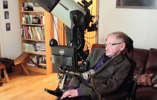 C'è vita nello spazio? Hawking vuole scoprirlo. Fonte: Facebook
