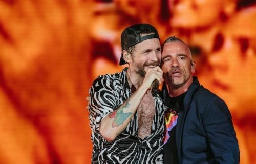 Jovanotti e Eros Ramazzotti insieme sul palco del San Paolo. Foto: Michele Lugaresi