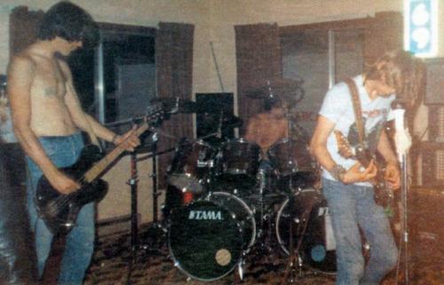 I Nirvana durante il loro primo live, 1987