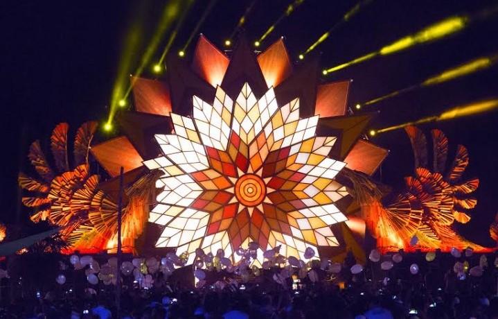 Il palco del festival di notte