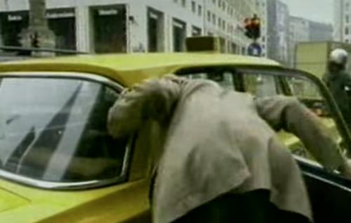 Un fotogramma di I Wanna MMM, il videoclip di The Lawyer (2000)