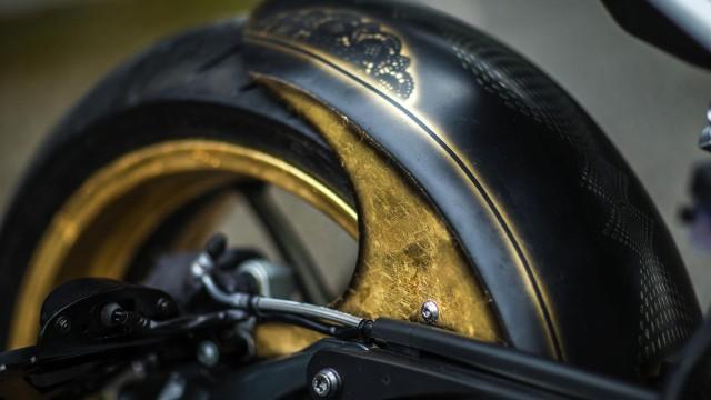 La BMW R nineT realizzata da Marco Manzo è la prima moto tatuata