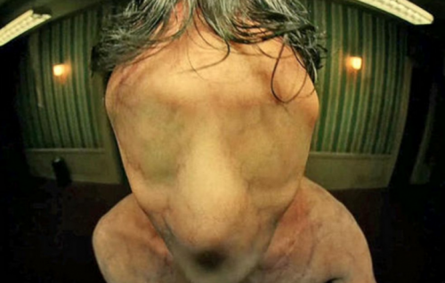 """Una scena del nuovo teaser di """"American Horror Story Hotel"""""""
