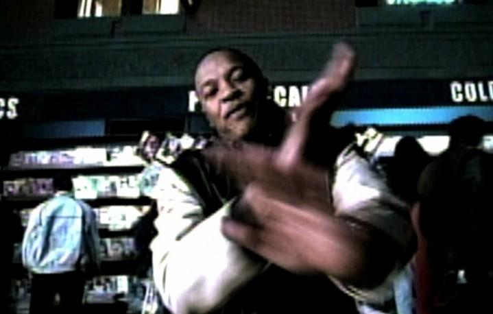 """Dr. Dre in un fotogramma del video """"Forgot About Dre"""" del 1999"""