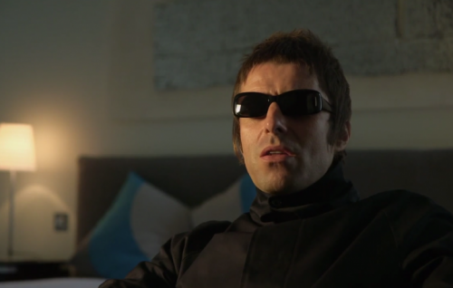 Liam Gallagher in un frame del documentario sullo storico locale di Manchester