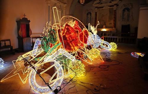 A partire dal 19 settembre Castelnuovo Val di Cecina ospiterà le sculture di luce di Marco Lodola che illumineranno tutto il paese fino al 31 dicembre 2015