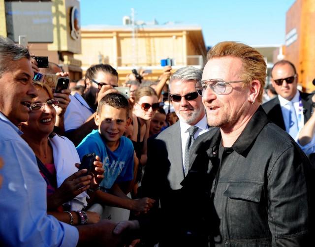 La voce degli U2, Bono Vox, a Milano per Expo 2015 - Foto via Facebook