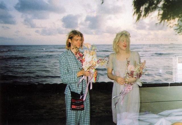 Kurt Cobain e Courtney Love nel giorno del loro matrimonio