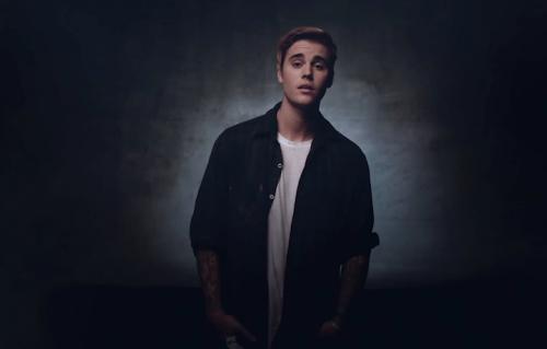 """Justin Bieber in un frame del video di """"Where Are Ü Now"""""""