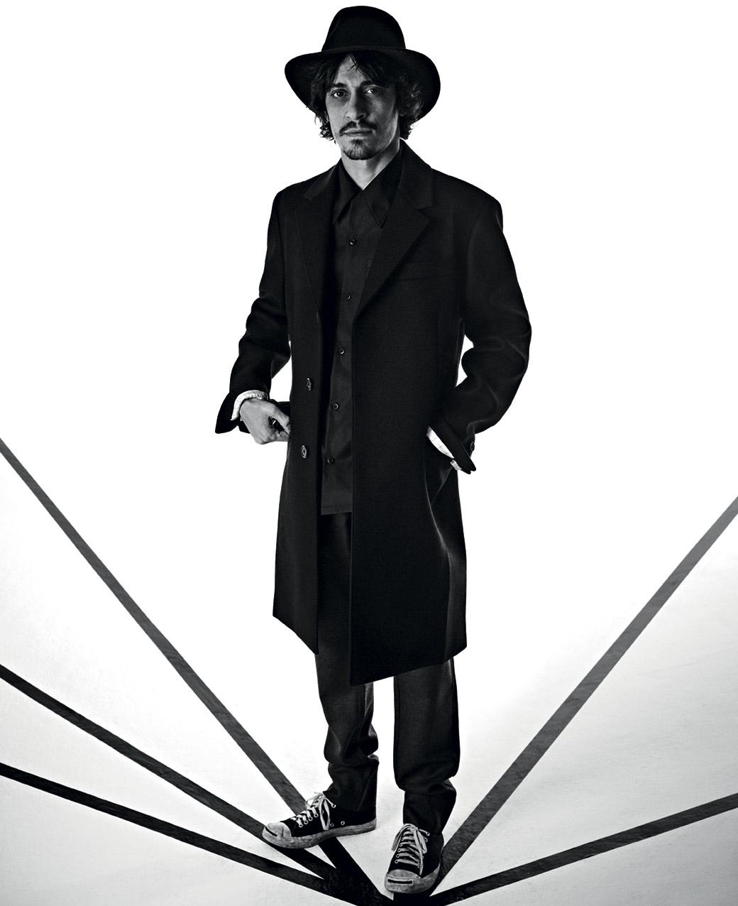 Alberto. Total look: PRADA (cappello e scarpe vintage)