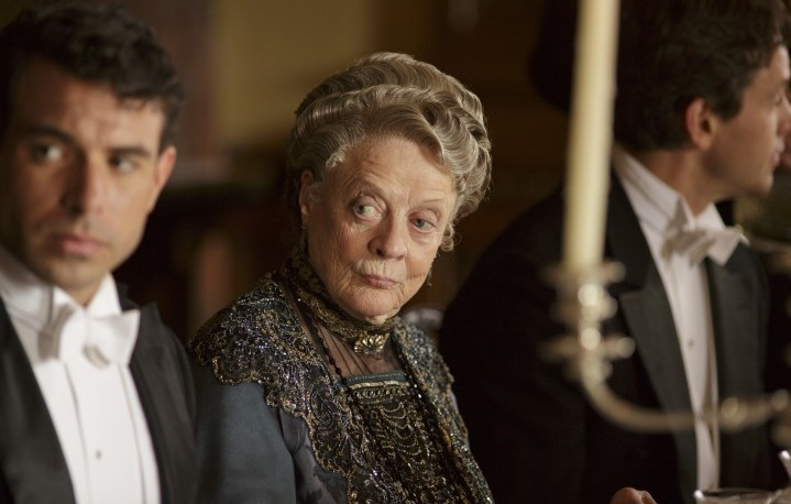 "Maggie Smith in una scena di ""Downtown Abbey"""