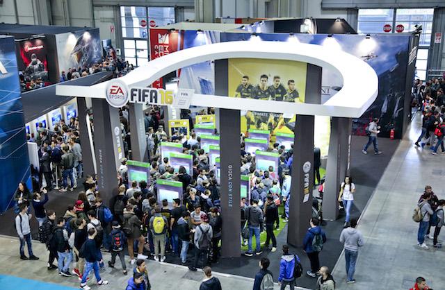 Coda allo stand di Fifa 16