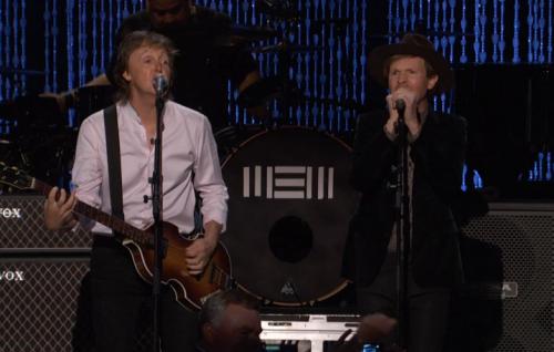 Paul McCartney e Beck sul palco dell'evento organizzato da PETA