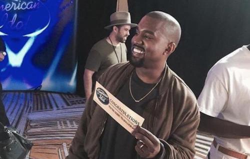 """Kanye West, contentissimo, dopo la sua audizione per """"American Idol"""". Foto: Vevo Official Twitter"""