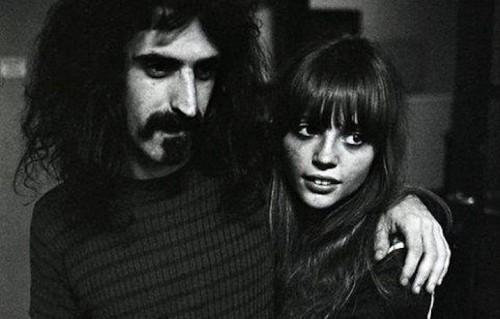 Zappa e Gail Zappa - Foto via Facebook