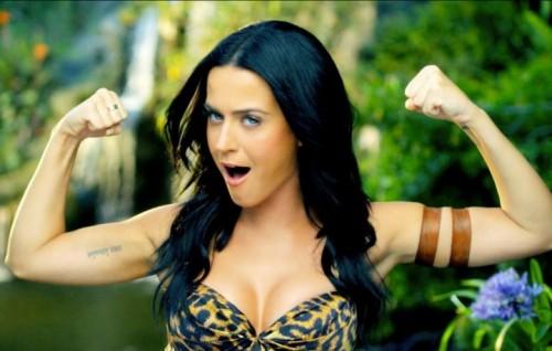 "Katy Perry nel video di ""ROAR"""