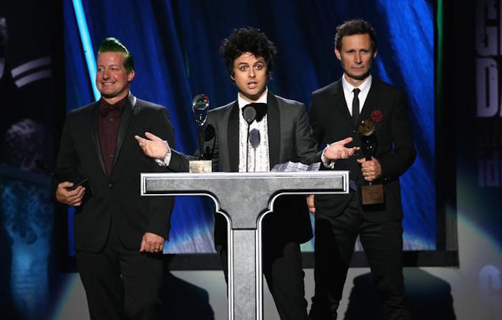 I Green Day sul palco della HoF l'anno scorso. Photo by Kevin Mazur/WireImage for Rock and Roll Hall of Fame | Foto via rockhall.com