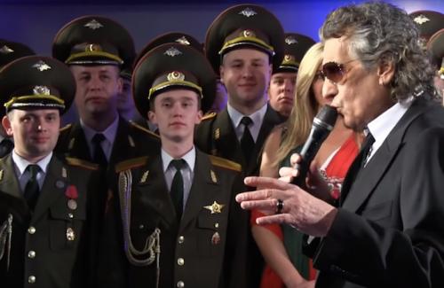Toto Cutugno canta con l'Armata Rossa