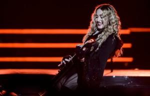 Madonna sul palco del Pala Alpitour di Torino