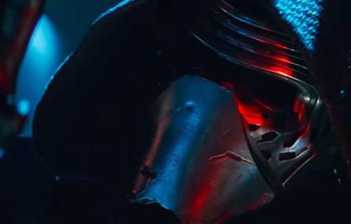"""Guarda Kylo Ren in azione nel nuovo trailer di """"Star Wars: Il Risveglio della Forza"""""""