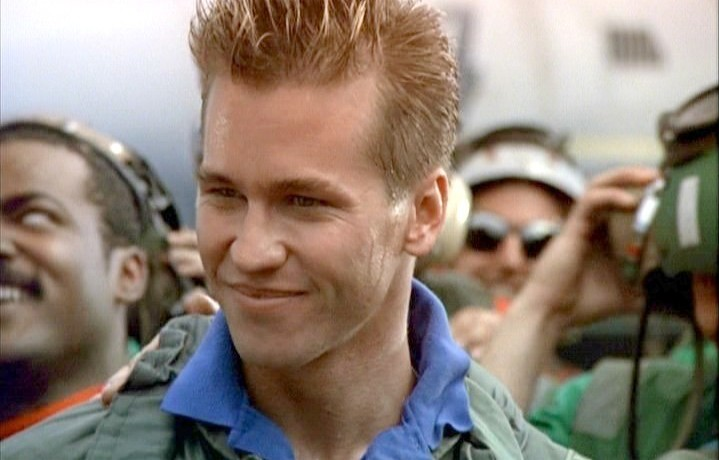 Val Kilmer in una scena di Top Gun (1986) diretto da Tony Scott