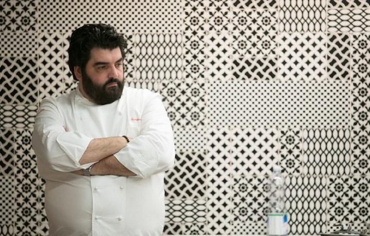 Antonino Cannavacciuolo nelle cucine di Villa Crespi