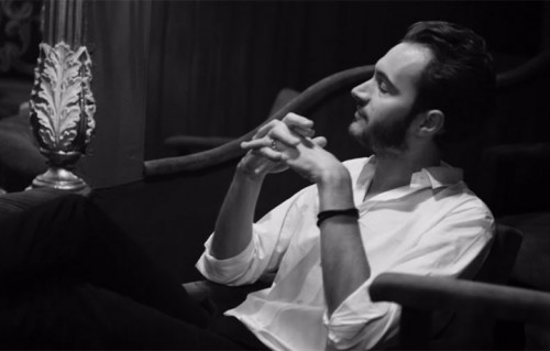 "Un frame del nuovo video dei The Editors, ""Ocean Of Night"""