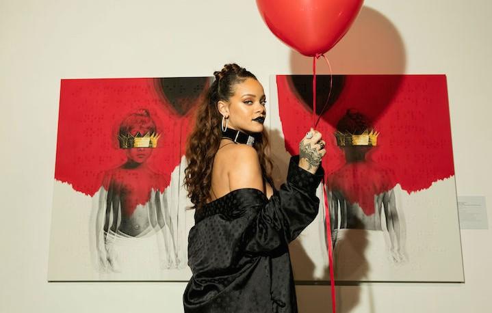 Rihanna con la cover del suo album Anti