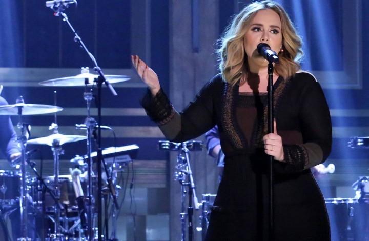 Adele in una recente apparizione al Jimmy Fallon Show