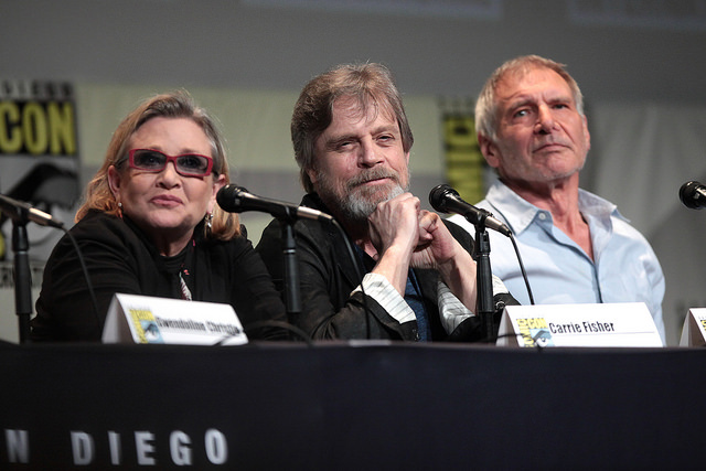 Carrie Fisher, Mark Hamill e Harrison Ford al ComiCon, foto di Gage Skidmore