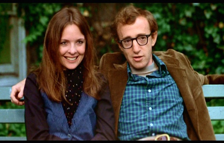"""Diane Keaton e Woody Allen in una scena di """"Io e Annie"""" del 1977"""