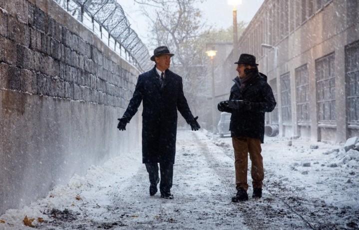 """Steven Spielberg e Tom Hanks sul set di """"Il ponte delle spie"""""""