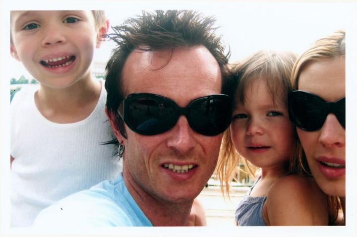 Scott Weiland con la sua famiglia: Mary Forsberg Weiland e i due figli, ora adolescenti, Noè e Lucy, di 15 e 13 anni.